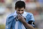 Messi bở hơi tai, Di Maria thở bình oxy
