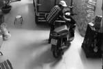 Thản nhiên phá cửa trộm xe trước mặt nhiều người