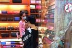 Tuyên bố bán hàng fake, khó xử phạt Ngọc Trinh?