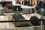 Tịch thu giấy phép vĩnh viễn hai nhân viên Nội Bài trộm đồ của khách