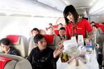 Trả lại đồ hành khách bỏ quên, hình ảnh đẹp của ngành hàng không