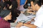 Cục An toàn thực phẩm tổ chức thăm khám bệnh cho gia đình chính sách