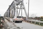 Tổng cục Đường bộ bất ngờ bỏ lệnh cấm ô tô dưới 7 chỗ qua cầu Việt Trì