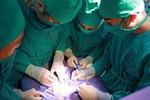 Phẫu thuật thành công cho bé gái 18 ngày tuổi bị ứ mủ thận