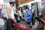 Giá xăng tăng mạnh