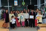 Báo Giáo dục Việt Nam và VietinBank trao 30 suất quà cho các bệnh nhi