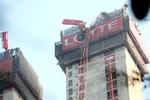 Hà Nội: Gãy cần cẩu ở tòa tháp Lotte khiến 3 người bị thương