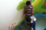 Công bố thêm clip bé 5 tuổi bị 'hành hạ': Cô giáo nói dối!