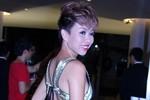 Bi hài kiểu trang điểm 'mặt bột - lưng than' của mỹ nhân Việt