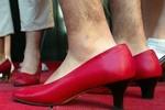 Vì sao đàn ông không đi giày cao gót?
