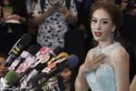 Hoa hậu hoàn vũ Thái Lan từ bỏ vương miện vì chỉ trích trên Facebook