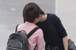 Gặp Thiều Bảo Trang ôm hôn Phương Uyên ở sân bay