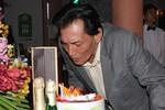 Thương Tín lần đầu mừng sinh nhật tuổi 58 hoành tráng