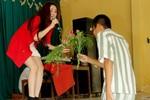 Vy Oanh bối rối khi hát tặng các phạm nhân