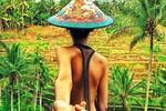Sốt với bộ ảnh 'kéo tay người yêu du lịch khắp thế giới'