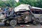 Tai nạn giao thông thảm khốc làm 12 người thương vong