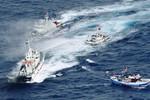 Tàu Trung Quốc bám sát, dàn hàng ngang để chặn lối tàu ngư dân