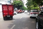 'Trên bảo dưới không nghe', nhiều tuyến đường ở Hà Nội lộn xộn