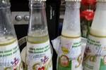 Niêm phong hàng loạt chai nước chứa dị vật, vón cục nghi của Tân Hiệp Phát