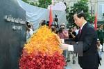 Chủ tịch nước dâng hương tưởng nhớ Chủ tịch Hồ Chí Minh