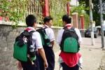Đồng phục học đường đã trở thành miếng bánh của không ít cán bộ quản lý giáo dục