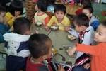 Cô nuôi dưỡng trẻ ở trường Thụ Lộc 3 tháng chưa có lương