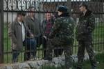 """Ukraine: Ngân khố thiếu nghiêm trọng, bỏ ngũ, """"trổ cờ"""" ở Crimea tăng"""