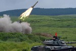 Nhật Bản tập trận bắn đạn thật lớn nhất Fuji, lấy TQ là đối tượng