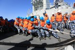 Hải quân Trung Quốc lần đầu tiên dùng tàu dân sự tiếp tế
