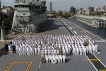 Tàu tấn công đổ bộ lớp Canberra giúp Australia vươn tới Biển Đông