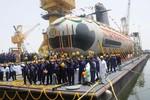 Ấn Độ từ chối tăng giá máy bay Rafale, hạ thủy tàu ngầm Scorpene đầu tiên