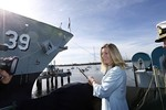Australia hạ thủy tàu khu trục cỡ lớn lớp Hobart đầu tiên