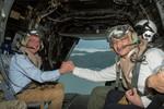 Bộ trưởng Quốc phòng Mỹ lên tàu sân bay ra Biển Đông phát đi tín hiệu gì?