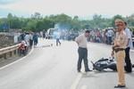 Xe máy mất lái đâm vào cột mốc làm hai Cán bộ trại giam tử vong