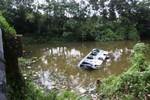 Tai nạn trên QL 1A: Xe khách lao xuống sông 30 người bị thương nặng