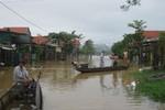 Mưa lũ ở Quảng Bình: Hai giáo viên tiểu học bị nước cuốn mất tích