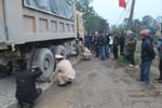 Tránh vũng nước, một Trung úy công an bị xe tải cán tử vong