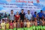 Độc giả Báo GDVN trao 166 suất quà cho học sinh nghèo miền núi Nghệ An