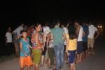 Hàng trăm người vây bắt bò điên sổng chuồng húc bị thương 6 người