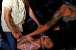 Nữ sinh lớp 10 bị kẻ đồi bại kéo vào nghĩa trang hiếp dâm
