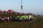 Xe khách đi đám cưới bị lật, ít nhất 20 người thương vong