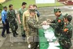 Tùy viên quân sự các nước giao lưu bắn súng tại Việt Nam
