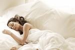Có nên ngủ nude hay không?