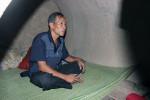 Cuộc nói chuyện trong đêm với ông bố ở trong cống nuôi 4 con ĐH