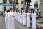 Thầy, trò trường Đinh Tiên Hoàng dâng hương trong ngày khai giảng
