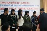 Hàng trăm học sinh, sinh viên nghèo vượt khó được nhận học bổng