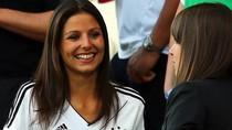 Dàn WAGs tuyển Đức khoe sắc trên khán đài sân Arena Lviv
