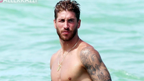 Sergio Ramos khoe ngực cường tráng bên bờ biển Miami