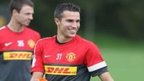 Van Persie ôm Ferguson, cười tươi như hoa cùng Rooney
