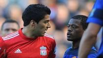 Nín thở chờ... Luis Suarez bắt tay Evra
